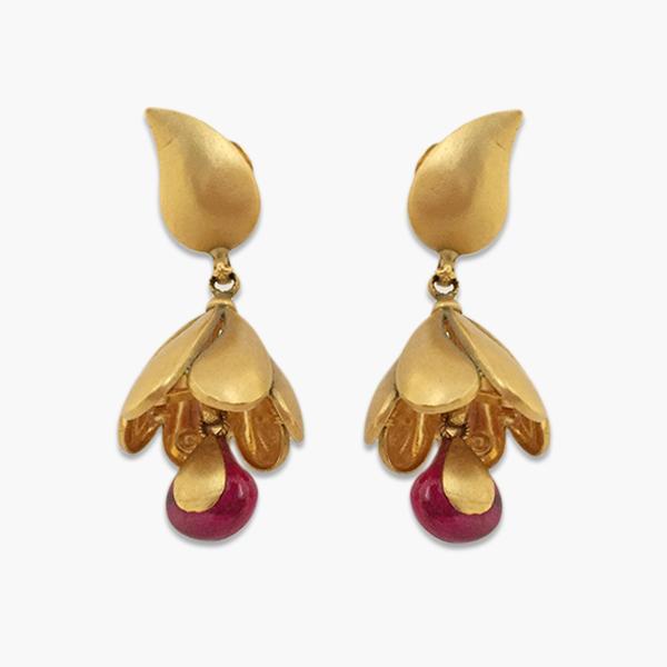 Classy Gold Ear Ring